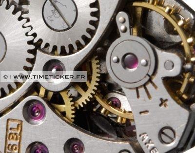 Boutons de Manchette en Mécanisme de Montre Bulova Close Up