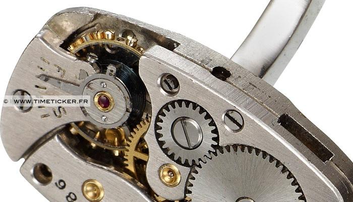 Boutons de Manchette en Mécanisme de Montre Elgin (Long) Close Up